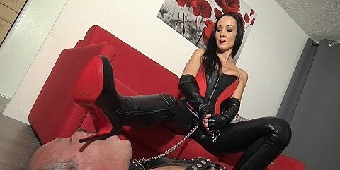 leather-bootlicker